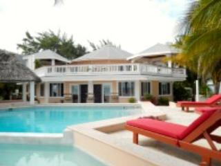 The Round House Luxury 4 bedroom/3 bath Oceanfront - Belize Cayes vacation rentals