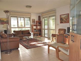 Lovely Garden Apartment in Jerusalem - Jerusalem vacation rentals