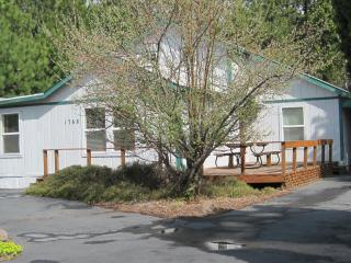 BEND URBAN CABIN/HOT TUB/SLEEPS 6 $225.00/NIGHT - Bend vacation rentals