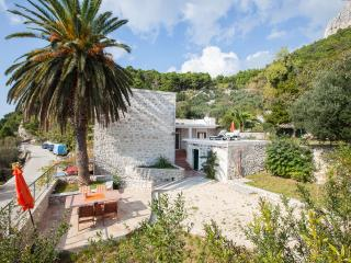 2 bedroom House with Internet Access in Podgora - Podgora vacation rentals