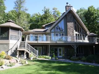Gorgeous Cottage with Deck and Internet Access - Mactier vacation rentals