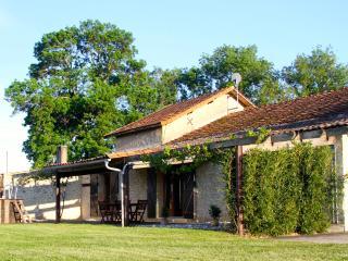 "Barn Gite-vineyard, views, pool, wifi, games-room - ""L' Atelier"" at Leas Marais - Bergerac vacation rentals"