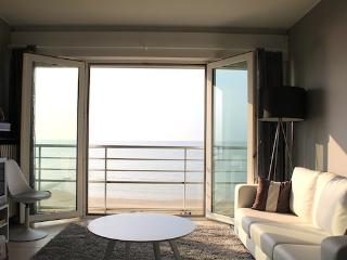 Seaside studio with splendid view! - Ostende vacation rentals