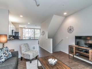 Stay Alfred Comfort for 8 Near the Waterfront MU3 - Portland vacation rentals