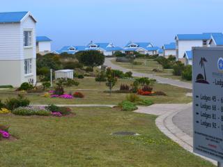 Comfortable 2 bedroom Mossel Bay Lodge with Deck - Mossel Bay vacation rentals