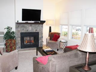 Spacious 3 Bed/2 Bath Condo In Quiet Surroundings - Boulder vacation rentals