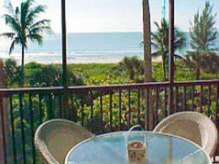 lanai table - Direct Gulf Front  Beautiful Condo  Gorgeous View - Sanibel Island - rentals