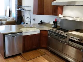 Family TownHouse 2 Stops (15min) to Manhattan - Long Island City vacation rentals