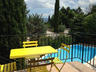 Partie  de maison calme proche d'Aix - Venelles vacation rentals