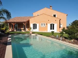 5900 Provence villa with air con and pool - Giens vacation rentals