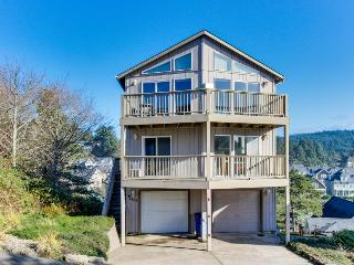 Great getaway with an amazing oceanview deck! - Lincoln City vacation rentals