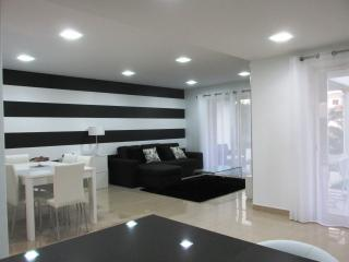 Nice townhouse, shared pool, 600 m from Galé beach - Albufeira vacation rentals
