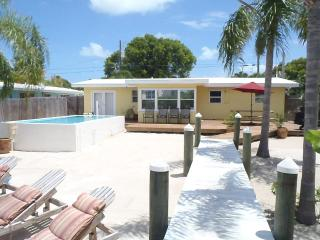 Sandy Shore Place 100' Dock, Pool, Kayaks,Sleep 10 - Marathon vacation rentals
