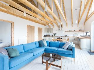 Bright 2 bedroom Chalet in Dunbar with Deck - Dunbar vacation rentals