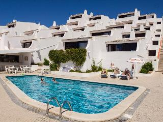 SUPERIOR 2 BEDROOM APARTMENT SEA VIEW, FOR 4 ADULTS AND 2 CHILDREN, 50M FROM THE BEACH - ALBUFEIRA - REF. GB151615 - Albufeira vacation rentals