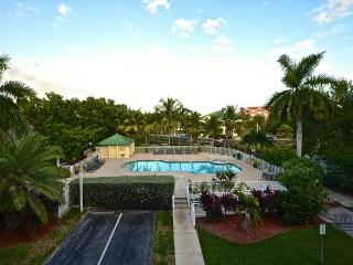 Saint Martin Suite - 2/2 Condo w/ Pool & Hot Tub - Near Smathers Beach - Key West vacation rentals