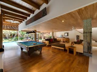 Bali 6bedroom luxury citycenter villa modern style - Bali vacation rentals