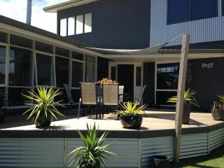 HILL TOP HOUSE - Bairnsdale vacation rentals