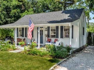 THE VINEYARD HIDEAWAY COTTAGE - EDG WHAR-21GH - Edgartown vacation rentals