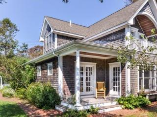 TRUMPET VINE COTTAGE - EDG JWOL-12 - Edgartown vacation rentals