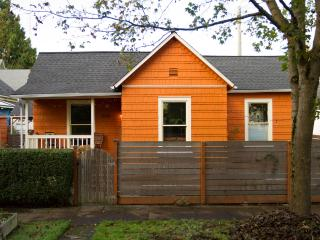 Cozy 2brm Central Seattle Home w/ hot tub-sleeps 6 - Seattle vacation rentals