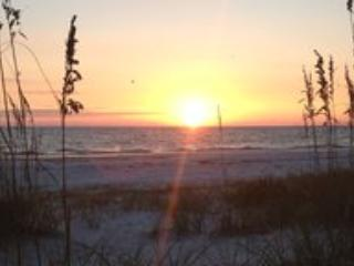 Island Retreat! Cozy Studio Steps from the beach.. - Fort Myers Beach vacation rentals