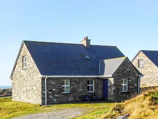 LACKAGHMORE COTTAGE, open fire, pets welcome, 1 mile from the beach, near Naran, Ref. 23442 - Narin vacation rentals