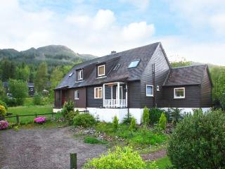 LOCH DUICH COTTAGE, beautiful views, woodburner, wonderful walking area in Ratagan near Dornie, Ref. 917766 - Lochalsh vacation rentals
