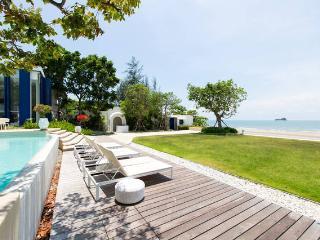 1 BR Hua Hin Beach front: dream holidays apartment - Hua Hin vacation rentals