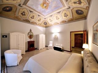 1800 House with garden close to Grotta Giusti spa - Monsummano Terme vacation rentals