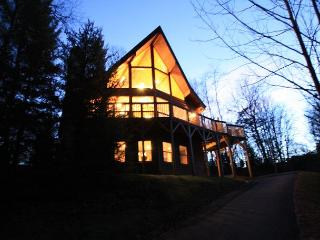 Appalachian Adventure blue ribbon cabin near the New River - Blowing Rock vacation rentals