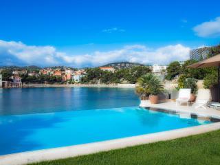 Villa de standing sur la plage de Rènecros - Bandol vacation rentals