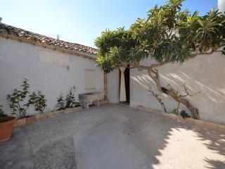 """LE CASE DI ZIA PALMA """"NONNO PAOLO"""" - Province of Trapani vacation rentals"""