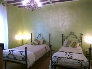 Casa Vacanze Casamattia  WI-FI TV Giardino - Collecchio vacation rentals