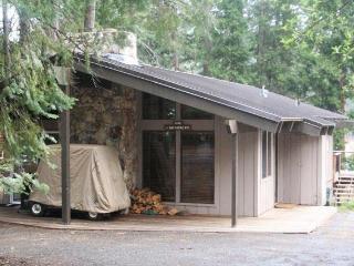 Country Club LAKEFRONT Cabin with Dock, NO Buoy. - Lake Almanor vacation rentals