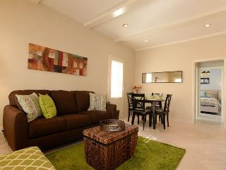 Enjoy Beverly Hills in this cozy one bedroom apartment. - Beverly Hills vacation rentals