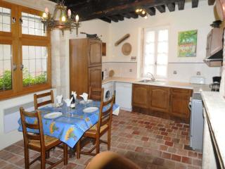 Charming 1 bedroom La Charite-sur-Loire Condo with Dishwasher - La Charite-sur-Loire vacation rentals