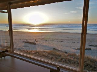 Otter Space - Spacious Beachfront Condo. Sleeps 5 - Lincoln City vacation rentals