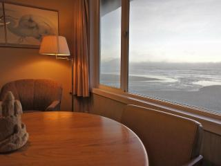 Tidezilla - Family friendly condo w/ queen & twins - Lincoln City vacation rentals
