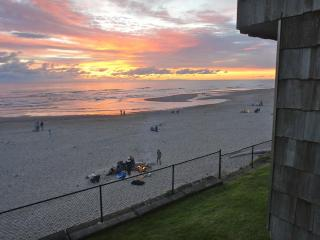 Sea Hugger - Condo literally hugs the beach - Lincoln City vacation rentals