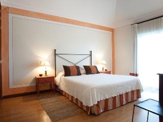 Encosta Do Lago Two Bedroom Apartment plus pool and garden - Quinta do Lago vacation rentals