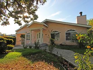 Lovely 3BR Glendale Est. w/ Pool , Jacuzzi, Gazebo! - South Pasadena vacation rentals
