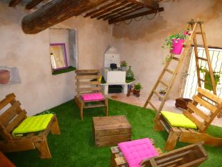 Bright 4 bedroom Townhouse in Lagnes - Lagnes vacation rentals