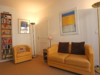 Two bedroom Marais apartment on foodie street near Pompidou Center - Paris vacation rentals
