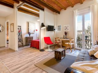 Vintage Suite with Balcony 2 (1BR) - 15% OFF ON SPRING PROMOTION - Barcelona vacation rentals