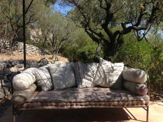 4 BR, Maison agréable, Grand Jardin sécurisé, Piscine à eau salée. - La Cadiere d'Azur vacation rentals