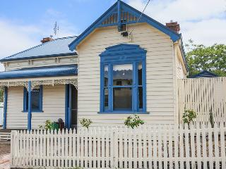 *Stewart House* opposite  Bendigo Hospital Central - Bendigo vacation rentals