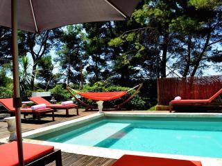 Pool and Spa, Affordable Studio Apartment, Pet-Friendly - Martigues vacation rentals