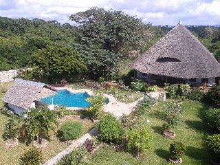 2 bedroom house close to beach and golf (500-700m) - Diani vacation rentals