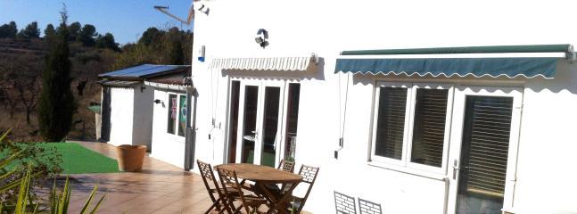Bright 3 bedroom Gandesa B&B with Internet Access - Gandesa vacation rentals
